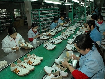 trade surplus estimated at 711 million usd in four months