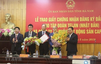 ha nam grants investment certificates to two large projects