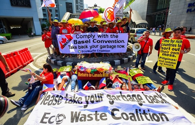 garbage issue worsens philippines canada relations