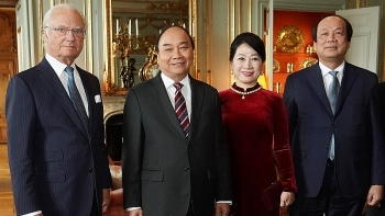 pm nguyen xuan phuc meets with swedish king