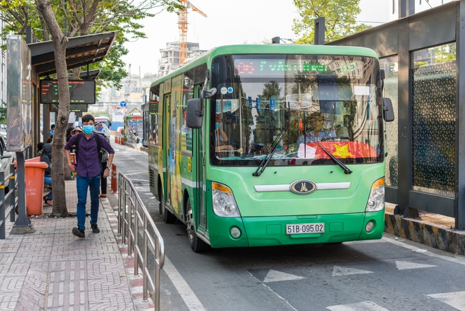 hcmc buses losing passengers to ride hailing services