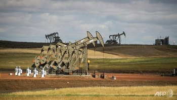 oil output set to outpace demand in 2018 iea