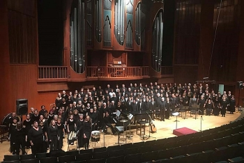 vietnamese us choirs on same stage