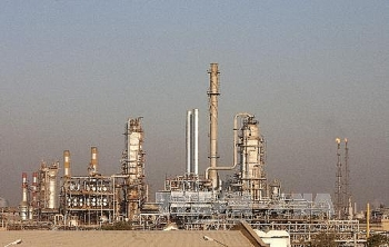 us threatens sanctions against countries that import iranian oil