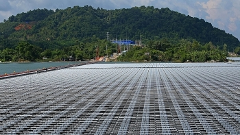 first floating solar powers inverter station generates electricity