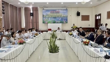 ov businesspeople learn about business opportunities in an giang