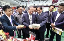 vietnam laos trade fair kicks off in vientiane