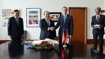 pm nguyen xuan phuc meets berlin mayor