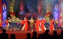 arts performance praises vietnam laos cooperation