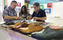 nearly 700 businesses attend exhibitions of leather and footwear sector