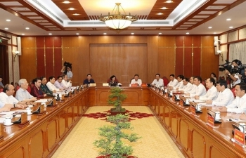 politburo discusses construction and development of can tho city and thanh hoa province