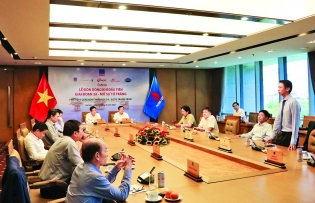 pv gas celebrates first gas flow from su tu trang field phase 2a