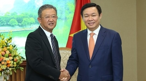 deputy pm calls on aia to expand investment in vietnam
