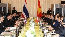 prime minister holds talks with thai counterpart