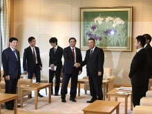 japanese leaders receive vietnamese party official