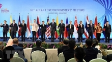 asean needs to back trade liberalization singaporean pm