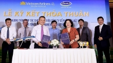 vietnam airlines vinamilk shake hands to provide 4 star service