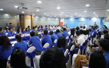youth union of petrovietnam join talk on succeeding heroic fire seekers