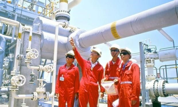 oil group pays nearly 26 billion usd to state in seven months