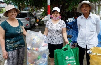 gifts for garbage da nang implements plastic waste reduction model