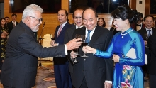 pm hosts banquet for foreign diplomats friends on national day