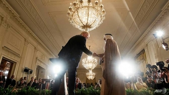trump offers to mediate in qatar crisis
