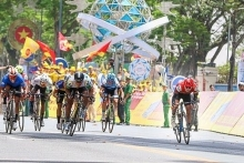 rok cyclist wins yellow jersey of vtv cycling race