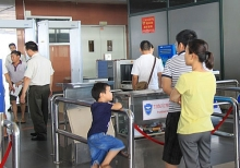 vietnamese man banned from flying for threatening to set off explosive in airport
