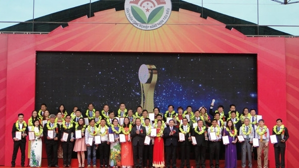 over 100 typical rural industrial products honored