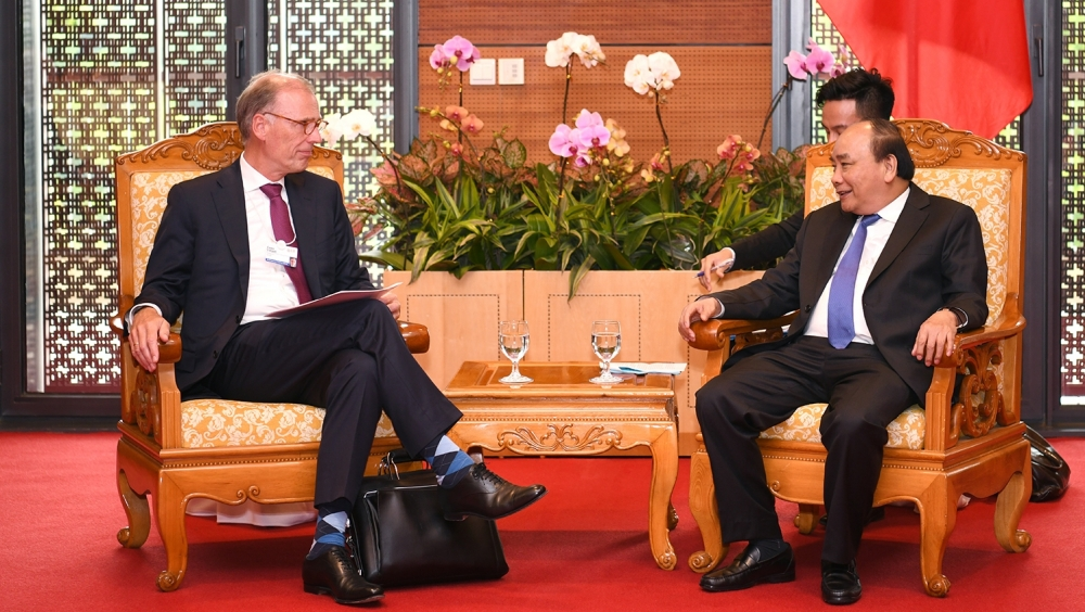 pm urges carlsberg to expand investment in vietnam