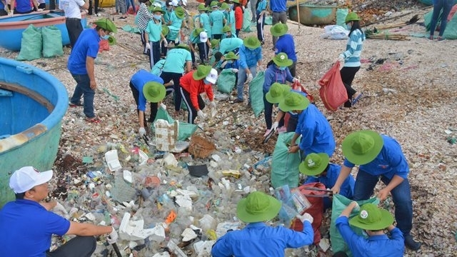 clean up the world 2018 campaign launched in binh thuan