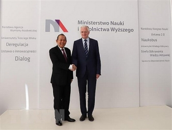 vietnam seeks stronger multifaceted cooperation with poland