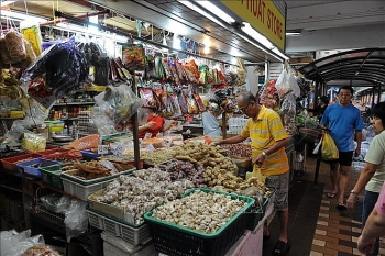 singapores inflation likely to rise slightly in 2018