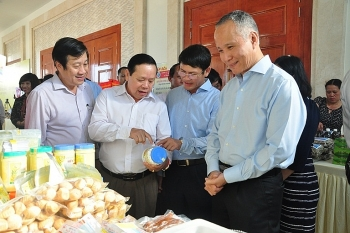 showroom displaying vietnamese lao products opened in quang binh