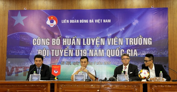 french philippe troussier named head coach of vietnam u19s