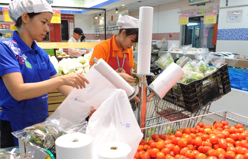 industry and trade sector strives to reduce plastic waste