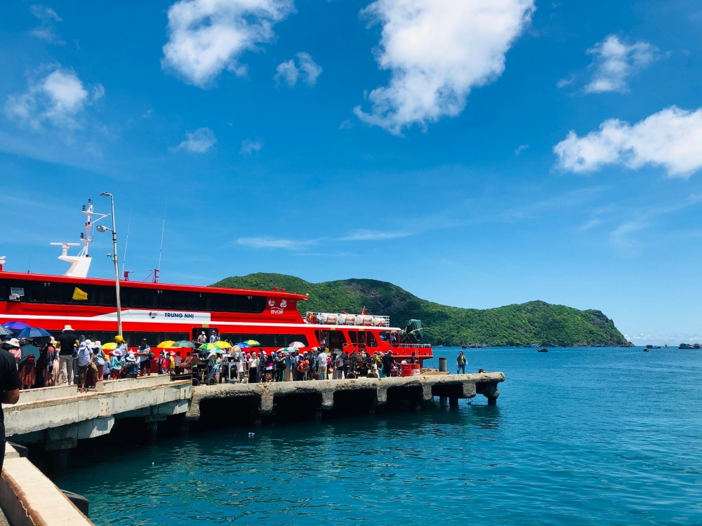 direct flights to con dao archipelago expected to develop tourism