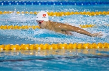 hoang beats sea games champion at swimming tournament