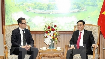 deputy pm vietnam looks for investment in airport infrastructure