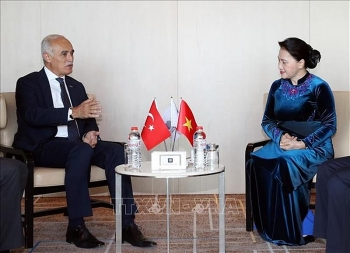 turkish economic official welcomes na chairwoman to business forum