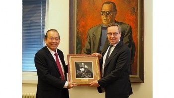 vietnam finland discuss measures to advance relations