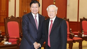 top leader welcomes lao pm in hanoi