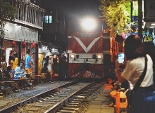 hanoi urged to shut down cafe shops along railway tracks