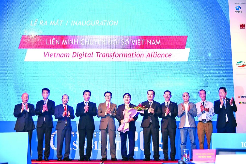 vietnamese it giants form alliance to boost digital transformation