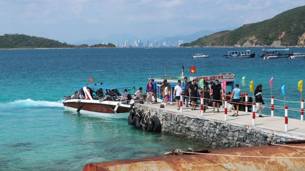 vietnam eyes domestic demand to stimulate year end tourism