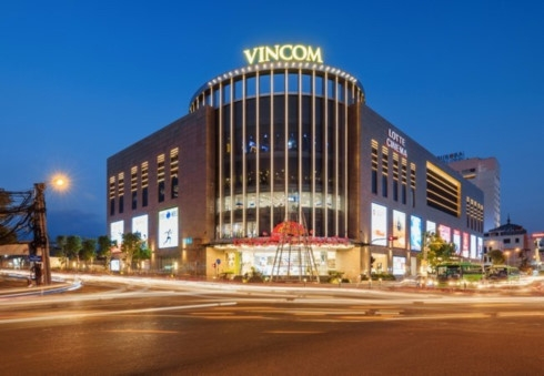 vingroups shopping mall operator lists shares on hose