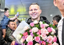 mu legend ryan giggs to coach vietnam football academy