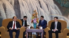 pm invites shanghai firms to do long term business in vietnam