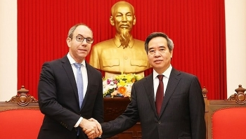 party official welcomes assistant us trade representative