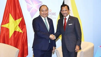 prime minister meets with brunei malaysia leaders